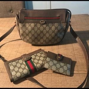 Gucci Crossbody & Wallets